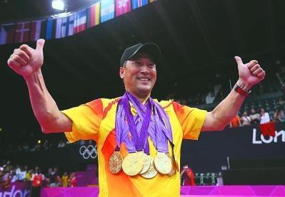 学加家热烈欢迎中国队羽毛球队前主教练李永波,莅临参观野蛮体魄